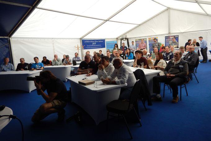 První Konference Dealerů z Evropy, Kanady, Asie a jižní Afriky